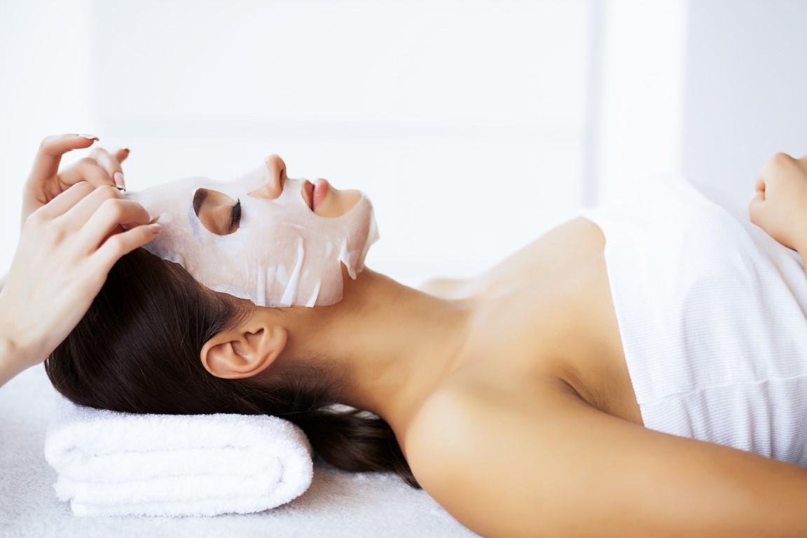 zabiegi-pielegnacyjne-twarzy-salon-sekrety-piekna